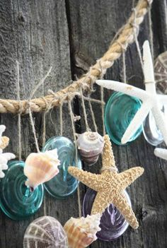 You don't need a beach house to bring in coastal decor - decorate your home with this simple summer garland! Great for the beach house! Beach Crafts, Diy Crafts, Seashell Crafts, Summer Mantel, Deco Marine, I Love The Beach, Festa Party, Cool Ideas, Beach Cottages