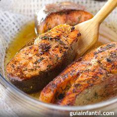 El salmón es uno de los pescados más utilizados en la cocina para niños, con recetas como ésta de salmón a la miel y mostaza, sana y nutritiva.