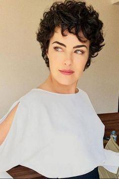 Ana Paula Arósio ganha elogios em foto publicada por maquiador e seguidores comentam: 'Saudade de te ver'