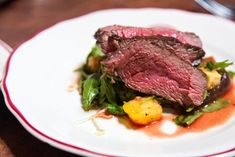 beef tenderloin rare steak eating out food and drink healthy eating red meat focus on foreground no people Spicy Steak, Beef Steak, Healthy Drinks, Healthy Eating, Dinner Healthy, Healthy Food, Dieta Dash, Rare Steak, Cucina