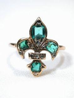 emerald fleur-de-lis ring