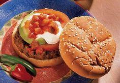 Mit unseren gegrillten Burgern nach mexikanischer Art wird Ihre nächste Gartenparty zur feurigen Angelegenheit – dank unserer pikanten Old El Paso™ Salsa. Mit jedem Biss wartet außerdem eine käsige Überraschung.