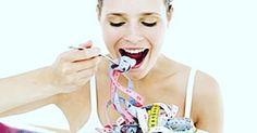 Um estudo descobriu por que muitas pessoas com sobrepeso que fazem a cirurgia de redução de estômago voltam a ganhar peso.  Boa parte dos pacientes engorda quase tudo que emagreceu.  O que explica isso é a diminuição de um hormônio que fica no intestino e avisa ao cérebro que estamos saciados. Se esse aviso demora a chegar a pessoa continua comendo. Entenda no blog http://ift.tt/2cVZRJV #comportamentomagro @comportamentomagro #xobacon #dieta #emagrecimento #forçafocoefé…