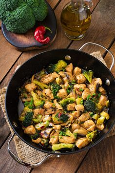Stir fry chicken with broccoli and mushrooms - Chinese food photo by Timolina on Envato Elements Seafood Soup Recipes, Healthiest Seafood, Clean Eating Dinner, Healthy Eating Tips, Food Photo, Indian Food Recipes, Healthy Dinner Recipes, Food And Drink, Meals