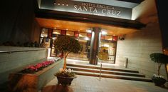 Hotel Escuela Santa Cruz Santa Cruz de Tenerife Hotel Escuela Santa Cruz is situated in the centre of Tenerife and combines modern and traditional Canarian elements, such as the central patio. The hotel is 2.3 km from the beach.