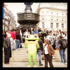 Here's Cha Cha enjoying the sun by Eros statue at Piccadilly Circus! Come and say hi to him in the Rainforest Cafe! http://www.therainforestcafe.co.uk