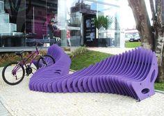 Manera cretiva de presentar un estacionamiento para bicicletas utilizando planos seriados
