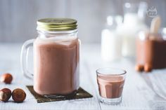 Il liquore alla Nutella (nutellino) è una bevanda golosa, ideale come fine pasto o per pausa dolce. Perfetto come liquore da regalare per le feste!