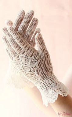 Vintage ivory fishnet gloves Bridal gloves c Lace Gloves, Crochet Gloves, Dress Gloves, Irish Crochet, Knit Crochet, Vintage Gloves, Wedding Gloves, Wrist Warmers, Bobbin Lace