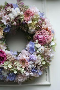 dried flower wreath Hydrangea Ranunculus Baby's breath Peony