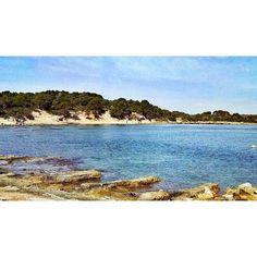 El mar en calma en #s'estanyol en pleno invierno. by sa_fita_backpackers