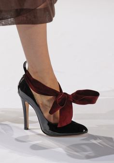 The Terrier and Lobster: Chloe Fall 2011 Velvet Bow Patent Leather Heels Women's Shoes, Mode Shoes, Me Too Shoes, Shoe Boots, Fab Shoes, Shoes Style, Tom Ford, Jimmy Choo, Stuart Weitzman