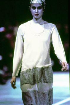 Comme des Garçons Fall 1993 Ready-to-Wear Fashion Show Details