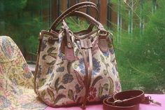 Bag motif Batik Indonesian Culture Limited Product New Collection   #bird #batik #fashion #culture #indonesia #culture Contact : karwoto.hartanto@gmail.com