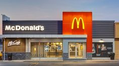 McDonald's is the world's largest chain of hamburger fast food restaurants, serving around 68 million customers daily in 119 countries across outlets. Restaurant Exterior Design, Design Exterior, Facade Design, Stucco Exterior, Exterior Shutters, Modern Exterior, Mcdonalds Restaurant, Fast Food Restaurant, Shop Front Design