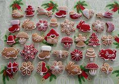 Puha mézeskalács | Andrea Szabó receptje - Cookpad receptek Cupcake Cookies, Christmas Cookies, Cupcakes, Cookie Icing, Plated Desserts, Cookie Decorating, Ale, Food And Drink, Seasons