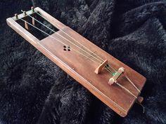 Jouhikko PegLeg Series 3 String Bowed Lyre door SilverSpoonMusic