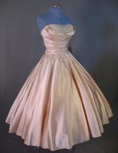 Vintage 50s FRED PERLBERG Cream Satin Strapless Party Wedding Dress YES YES YES @Tanya Knyazeva Knyazeva Knyazeva Mooney I like this one! but maybe not the color but the style of spin and romance princesses