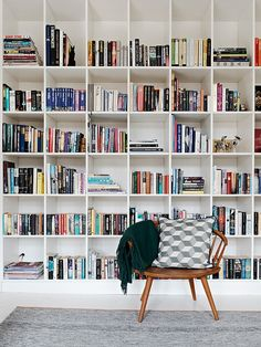 Dream bookcase ! A modern (aka Ikea) twist to a classic exposition of your personal library.