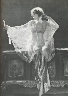 Lillian Gish - 1920 - Photo by James Abbe