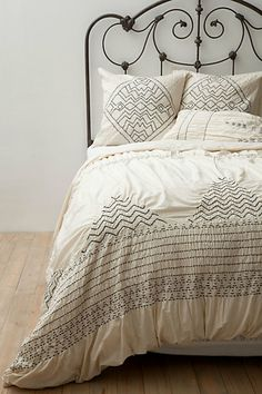 LOVE THIS!! Would look great in my room!    Corin Bedding #anthropologie