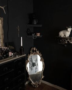 Wicca, Royal Room, Gothic Bedroom, Goth Home Decor, Dark House, Welcome To My House, Family Room Design, Gothic House, Small Room Bedroom