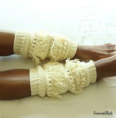 The Boho Chic crochet legwarmer pattern is a fun and unique design. The fringes lends a hippie look that's sure to compliment your outfits. Crochet Leg Warmers, Crochet Boot Cuffs, Crochet Boots, Crochet Gloves, Crochet Slippers, Knitting Socks, Crochet Skirts, Easy Crochet, Free Crochet