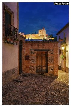Cuesta de San Gregorio al Anochecer. Albaicín-Granada.