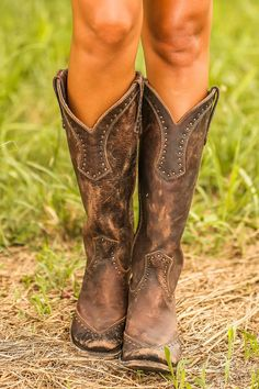 Beautiful cowboy girl boots for the modern women of today. Incredible cowgirls boots or cheap cowgirl boots. See the webpage above just click the grey link for more information :- Best cowgirl boots Mode Country, Country Girls, Country Style, High Heel Boots, Heeled Boots, High Heels, Estilo Country Chic, Cute Shoes, Me Too Shoes