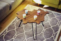 HOLDIS Warsaw. Jeden z pierwszych oraz najpopularniejszych stolików marki. Klasczny kształt, kolor orzecha włoskiego. Całość na stalowych nogach w stylu lat 40 ubiegłego wieku :)   #Warsaw #Poland #table #wood #design #hairpin #interior # Unique Coffee Table, Coffee Table Design, Coffee Tables, Wooden Tables, A Table, Custom Design, Triangle, Kids Rugs, Shapes