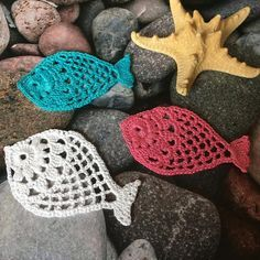 Exceptional 50 Crochet ideas for beginners Marque-pages Au Crochet, Crochet Fish, Crochet Butterfly, Crochet Triangle, Crochet Motifs, Crochet Slippers, Thread Crochet, Irish Crochet, Crochet Animals