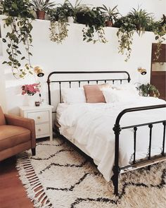Current obsession: this overwhelmingly charming bedroom by @branchabode! #loveatfirstsight Spotted: our Souk Wool Rug! Shop it with link in bio ☝️ #mywestelm