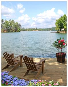 Lake front cabin home with a place to relax Lakeside Living, Coastal Living, Outdoor Living, Lakeside Cabin, Beautiful Homes, Beautiful Places, Beautiful Beach, Haus Am See, Relax