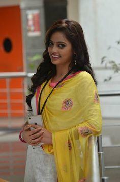 இந்து தமிழ் திசை : News in Tamil, Latest Tamil News India & World, Cinema, Hindu Tamil Thisai Daily Newspaper Online: தமிழால் இணைவோம் Sporting Live, News India, Beautiful Indian Actress, Actress Photos, Indian Actresses, Cute Girls, Rain Jacket, Windbreaker, Sari