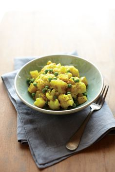 Curried Potatoes with Cauliflower and Peas Recipe | Vegetarian Times