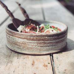 salad bowl Ceramic Pots, Ceramic Tableware, Ceramic Clay, Ceramic Pottery, Pottery Art, Slab Ceramics, Rustic Ceramics, Pottery Sculpture, Pottery Bowls