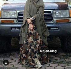 pinned via #MrsRawabdeh Hijab Fashion, Fashion Muslimah, Mode Hijab, Kaftan, Couture, Womens Fashion, Clothing, Dresses, Model