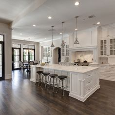 Check it out Traditional Kitchen Design Ideas, Remodels & Photos Love the black doors! The post Traditional Kitchen Design Ideas, Remodels & Photos Love the black doors!… appeared first on Derez Decor . House Design, Dream Kitchen, House, Home, Custom Homes, Kitchen Remodel, Home Remodeling, New Homes, White Kitchen Design