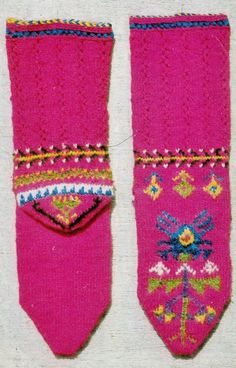 Traditional hand-knitted woollen socks, for unmarried girls. From the Afyon province, mid-20th century. With a 'orphan girl' pattern.