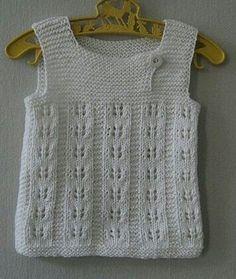 """645 Me gusta, 3 comentarios - çilek sepetim (@cileksepetim) en Instagram: """"~~♥~~ ~~~~~~~~~"""" Spool Knitting, Knitting For Kids, Baby Knitting Patterns, Crochet For Kids, Knit Crochet, Knit Baby Dress, Crochet Baby Clothes, Baby Vest, Baby Cardigan"""
