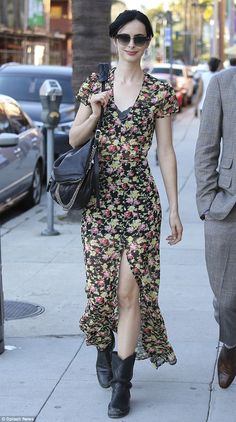 Ritter flashes some flesh in slit-to-the-thigh maxi dress Krysten Ritter flashes some flesh in slit-to-the-thigh maxi dress Grunge Fashion, Boho Fashion, Girl Fashion, Fashion Outfits, Womens Fashion, Autumn Fashion, Club Fashion, 1950s Fashion, Krysten Ritter