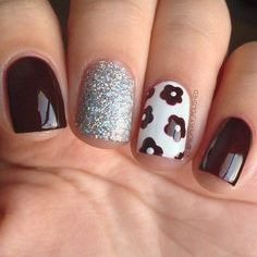 Craving some nail art in your life? Nail art is incredibly fun and can boost your mood instantly… even on a Monday morning. There's just something about beautifully painted nails. Fancy Nails, Gold Nails, Trendy Nails, White Nails, Diy Nails, Gold Glitter, White Manicure, White Polish, Best Nail Art Designs