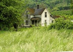 This is my second visit to one of my favorite abandoned houses in rural. The old house is sure being overtaken by trees and brush. Abandoned Farm Houses, Old Abandoned Buildings, Abandoned Property, Old Farm Houses, Abandoned Mansions, Old Buildings, Abandoned Places, Abandoned Castles, Creepy Houses