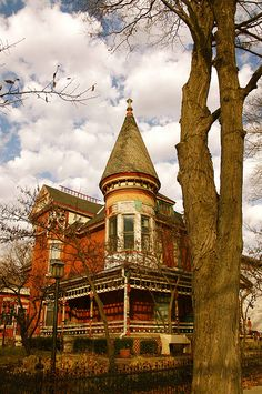 Queen Anne Turret in Wabash, IN - Someone else suggested looking in Huntington, IN (we have a H here on LI too) Old Abandoned Houses, Abandoned Mansions, Abandoned Buildings, Abandoned Places, Old Houses, Victorian Architecture, Architecture Details, Beautiful Buildings, Beautiful Homes