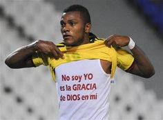 """Angel Borja's shirt says, in Spanish, """"It's not me, it is the grace of God in me."""""""