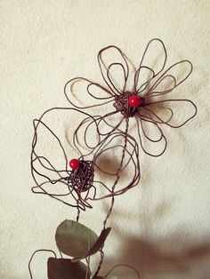 Fiori in fil di ferro creati da sissygiov su Instagram
