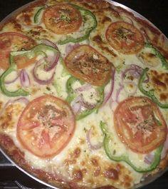 Foto dos leitores: pizza de couve flor para a janta! . Pra aprender como faz é só ir em: http://ift.tt/2mgHN1g . Para mais 23 receitas low-carb grátis acesse o link da minha bio ( http://ift.tt/29YBk7P ) . . #senhortanquinho #paleo #paleobrasil #primal #lowcarb #lchf #semgluten #semlactose #cetogenica #keto #atkins #dieta #emagrecer #vidalowcarb #paleobr #comidadeverdade #saude #fit #fitness #estilodevida #lowcarbdieta #menoscarboidratos #baixocarbo #dietalchf #lchbrasil #dietalowcarb