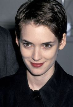 Pixie cut shows the beautiful face! Winona Ryder, Girl Short Hair, Short Hair Cuts, Short Hair Styles, Pixie Hairstyles, Cool Hairstyles, Pixie Haircuts, 2018 Haircuts, Layered Hairstyles