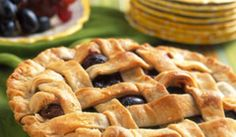 MIDNIGHT BEAUTY® Brand Grapes and Pear Pie I @Sun World Fruit  I #grape #pear #pie #recipe