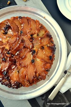 A vegan apple tarte tatin! Sweets Recipes, Apple Recipes, Vegan Desserts, Delicious Desserts, Upside Down Desserts, Vegetarian Recipes, Healthy Recipes, Greek Cooking, Healthy Food Options
